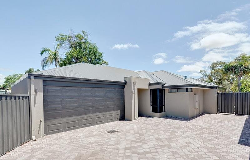 One-storey house with a grey colored garage door